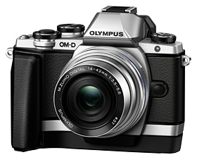「OM-D E-M10」(シルバー)+「M.ZUIKO DIGITAL ED 14-42mm F3.5-5.6 EZ」+専用グリップ「ECG-1」