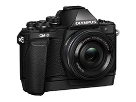 「OM-D E-M10 Mark II」(ブラック)+ 「M.ZUIKO DIGITAL ED 14-42mm F3.5-5.6 EZ」+ 外付けグリップ「ECG-3」