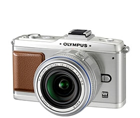 「OLYMPUS PEN E-P2」(シルバー)「M.ZUIKO DIGITAL ED 14-42mm F3.5-5.6」(シルバー)装着時